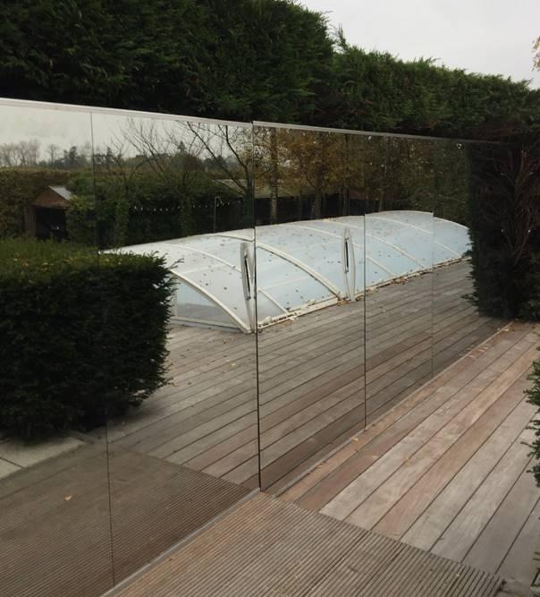 Spiegelmuur voor zwembad - Muur zwembad ...