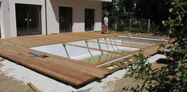 Terras zwembad in ipe of natuursteen of transat for Groot rond zwembad